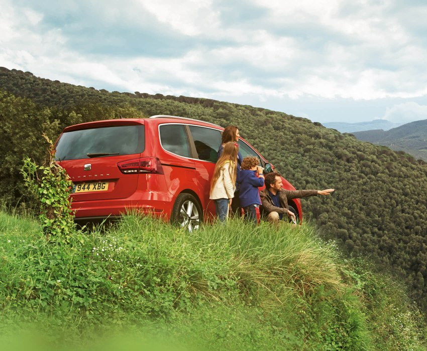 SEAT Alhambra - Children being shown the distance